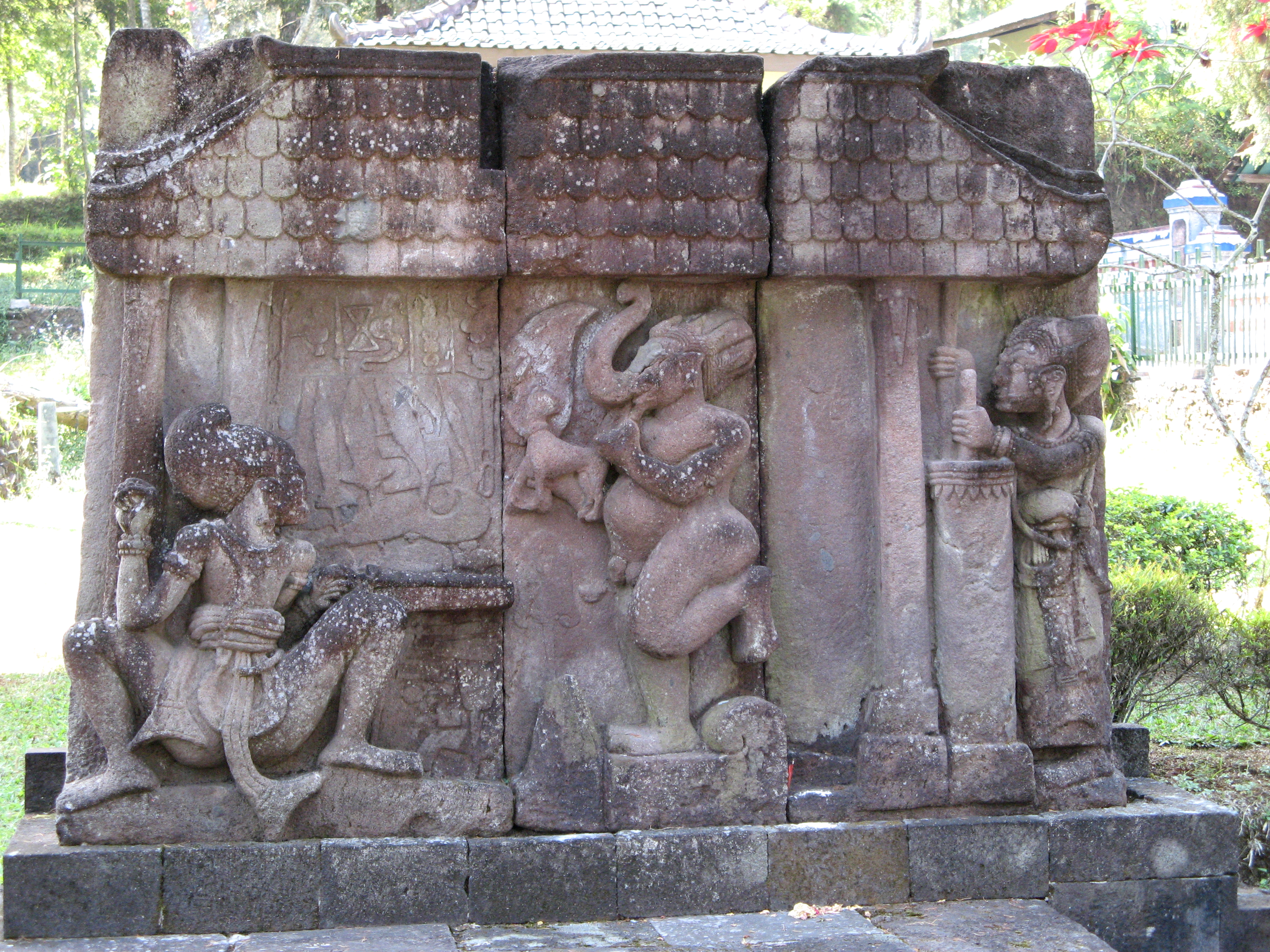 File Keris Relief Candi Sukuh 1250 Jpg Wikimedia Commons