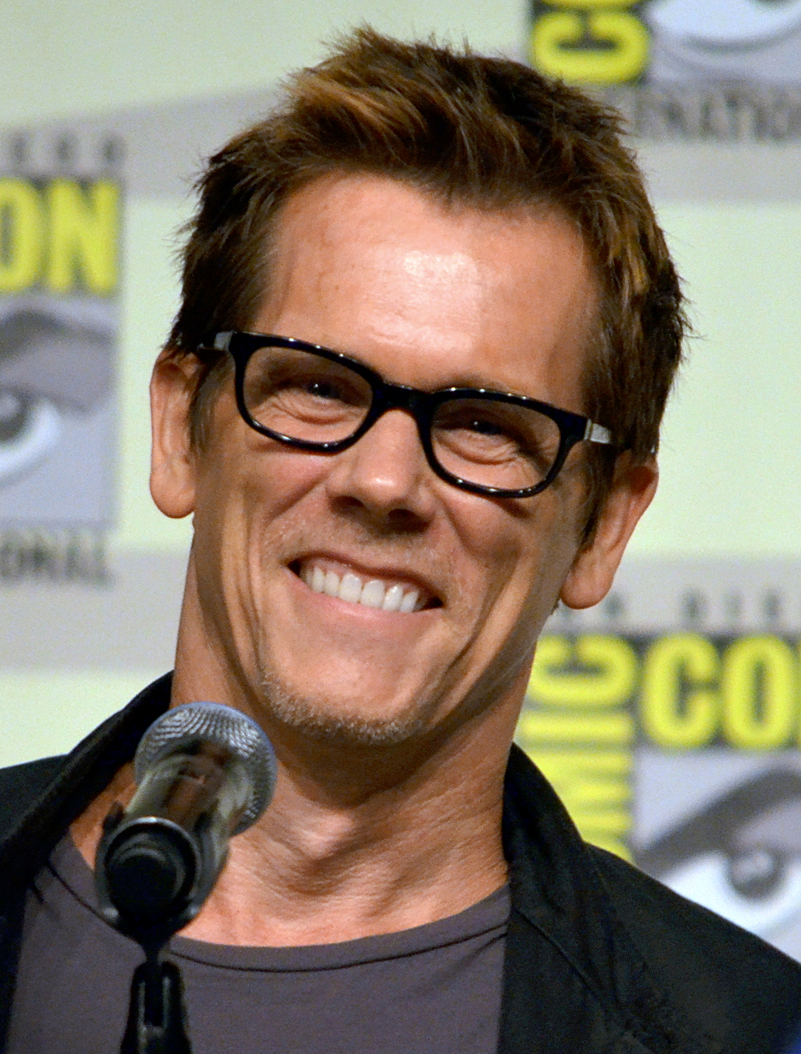 Description Kevin Bacon Comic-Con 2012.jpg