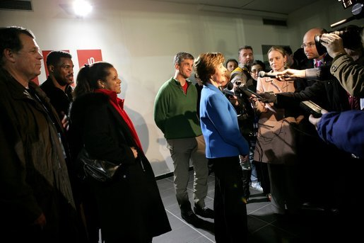 File:Laura Bush talks to press at 2006 Winter Olympics 2006-02-11.jpg