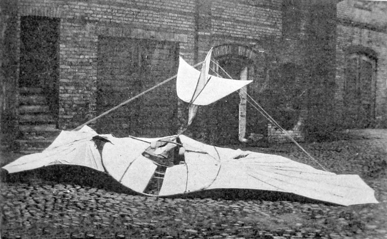 Szybowiec Otto Lilienthala po wypadku, któremu uległ 9 sierpnia 1896