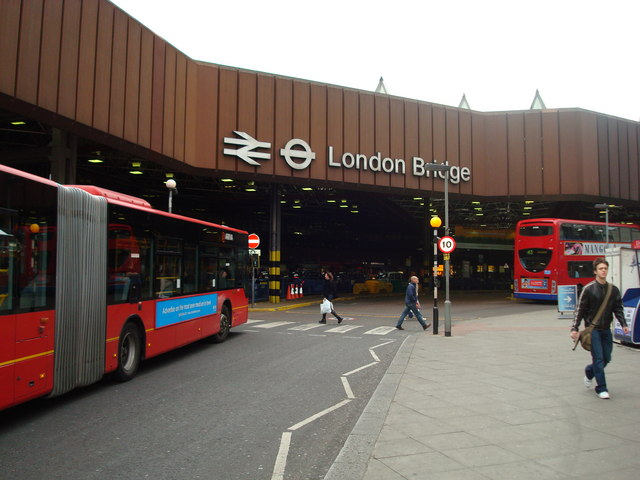 File:London bridge exterior.jpg