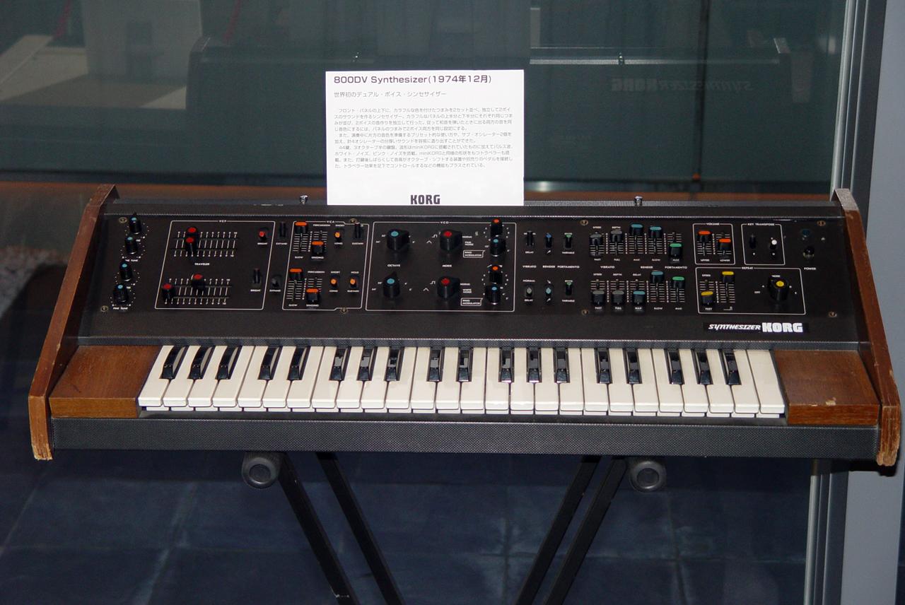 Istorija Korg Klavijatura MAXI_KORG_800DV_(1974)