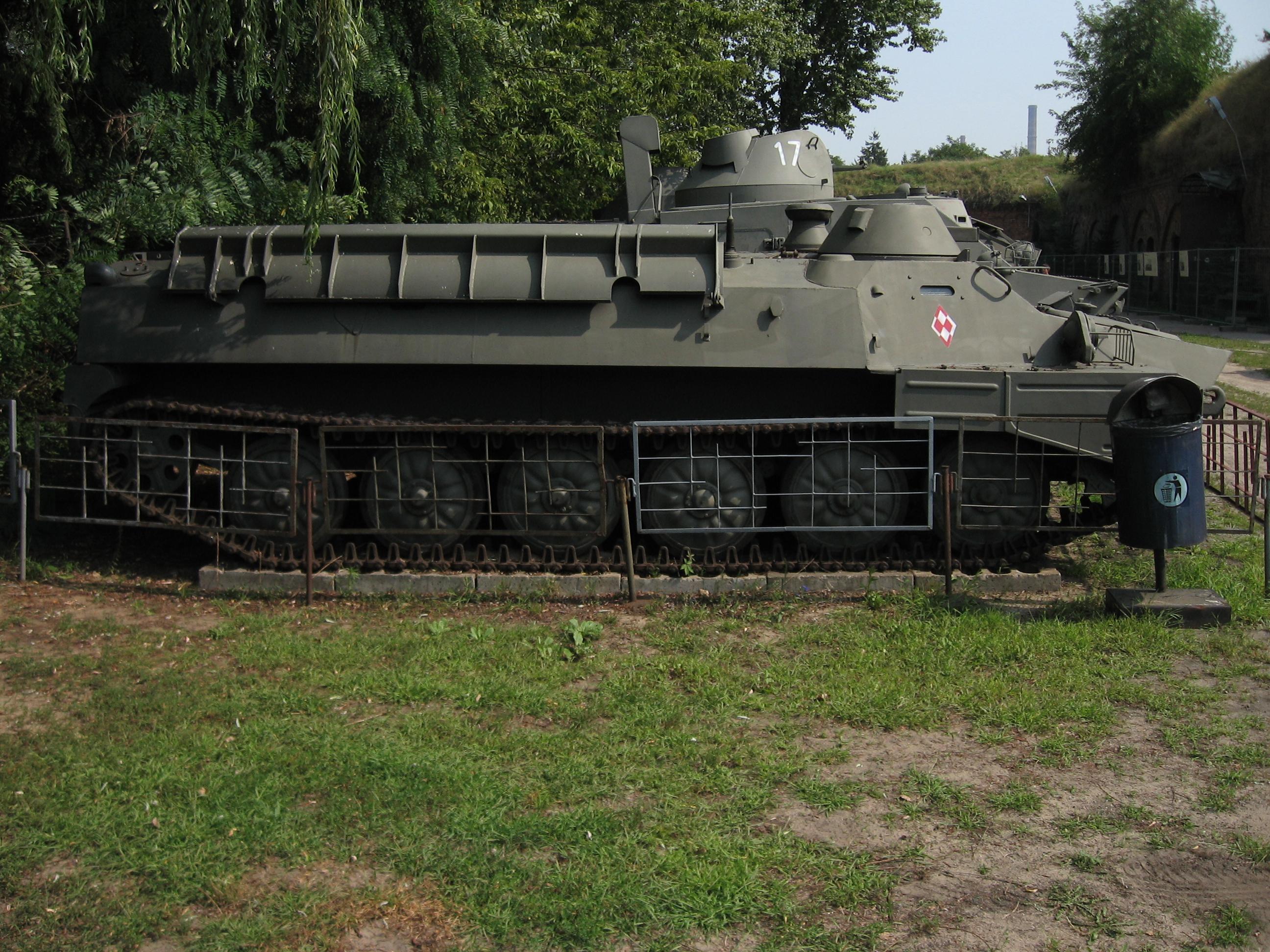 https://upload.wikimedia.org/wikipedia/commons/7/78/MT-LB_armored_personnel_carrier_at_the_Muzeum_Polskiej_Techniki_Wojskowej_in_Warsaw.jpg