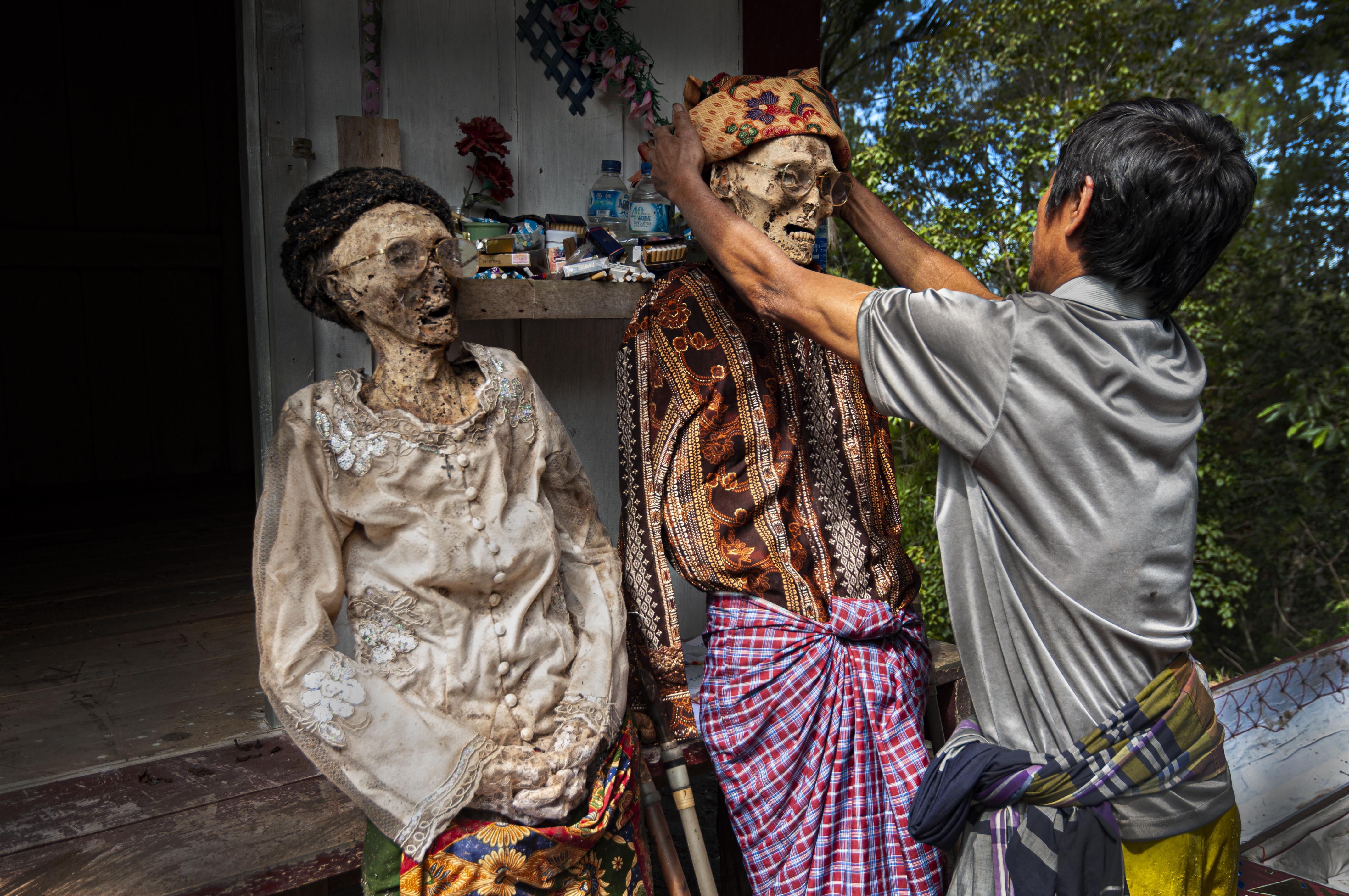 ไฟล์:Manene Tradisi Ganti Baju Mayat di Tana Toraja.jpg - วิกิพีเดีย