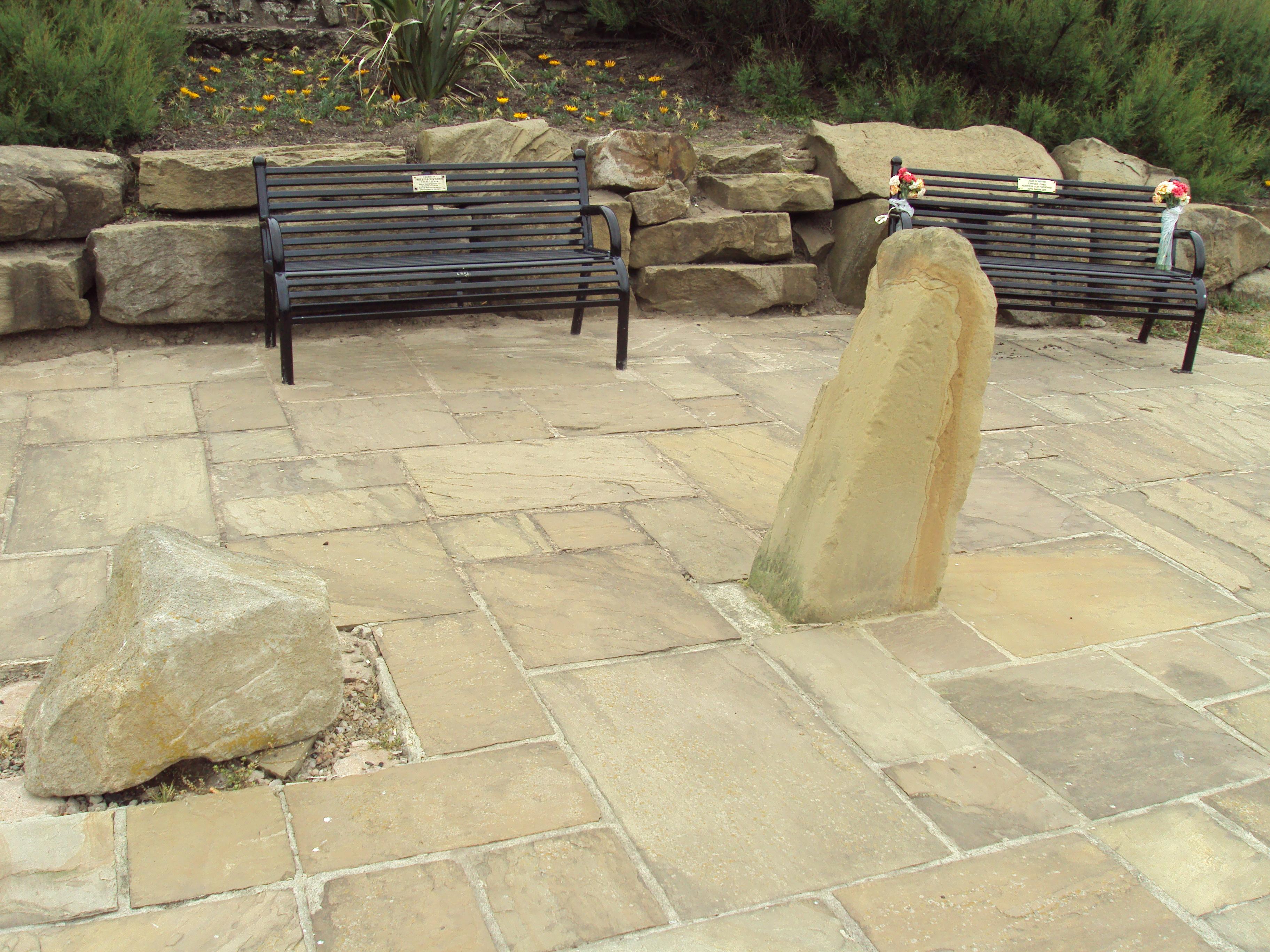 File:Memorial benches, Jubilee Gardens, Blackpool - DSC06666.JPG