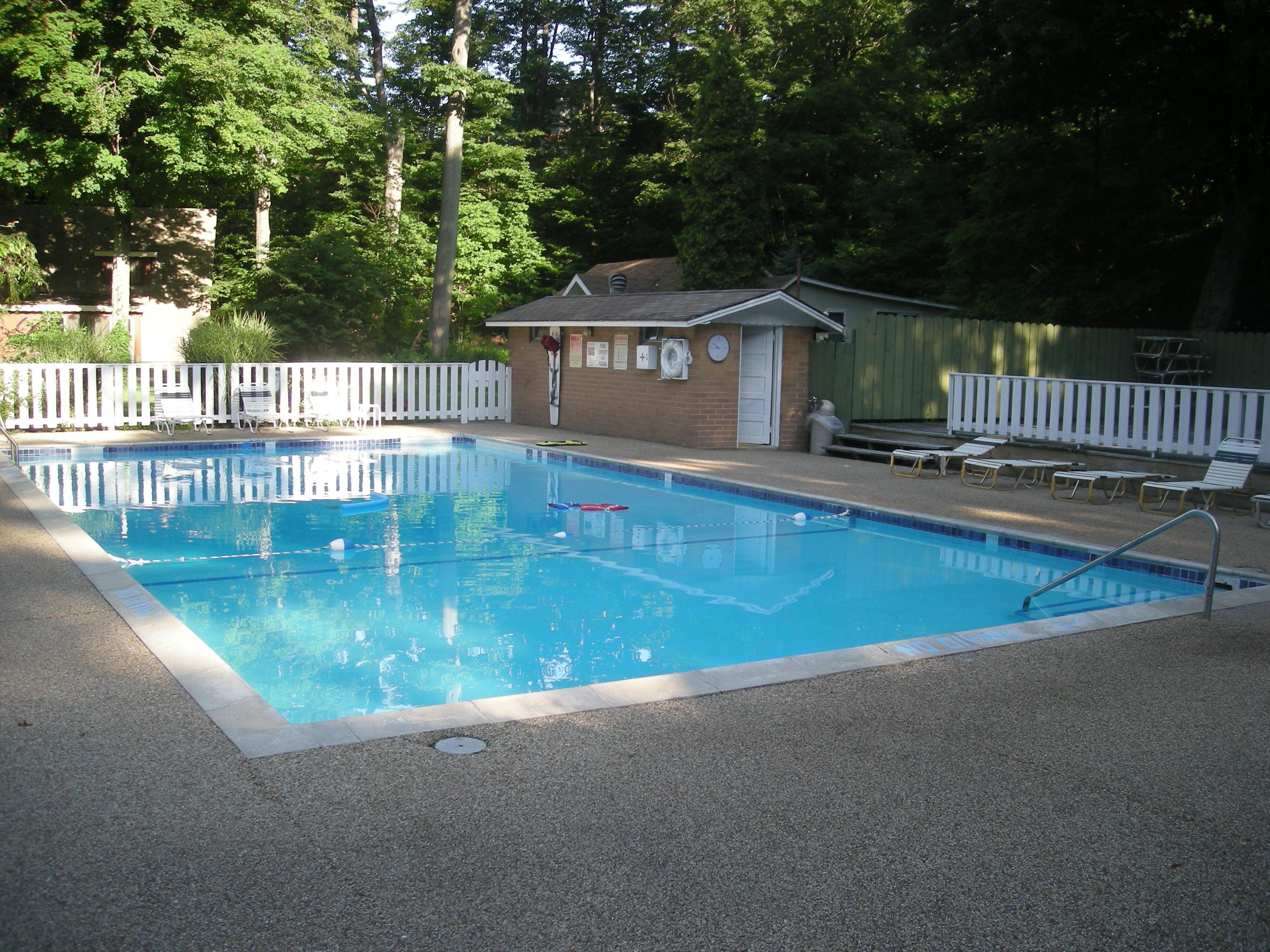 File Michillinda Lodge 2011 10 Swimming Pool Jpg Wikimedia Commons