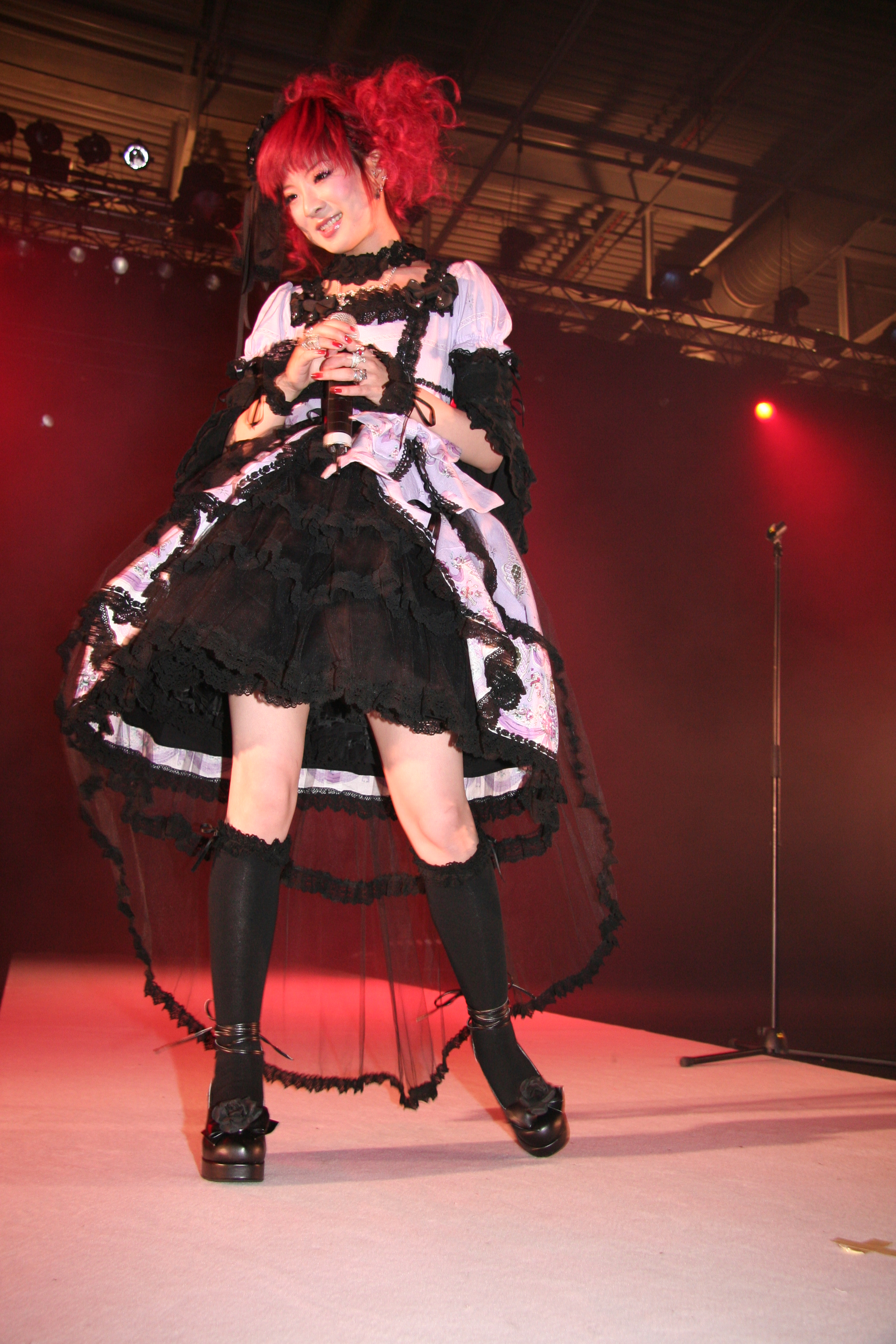 http://upload.wikimedia.org/wikipedia/commons/7/78/Nana_Kitade_20070707_Japan_Expo_09.jpg