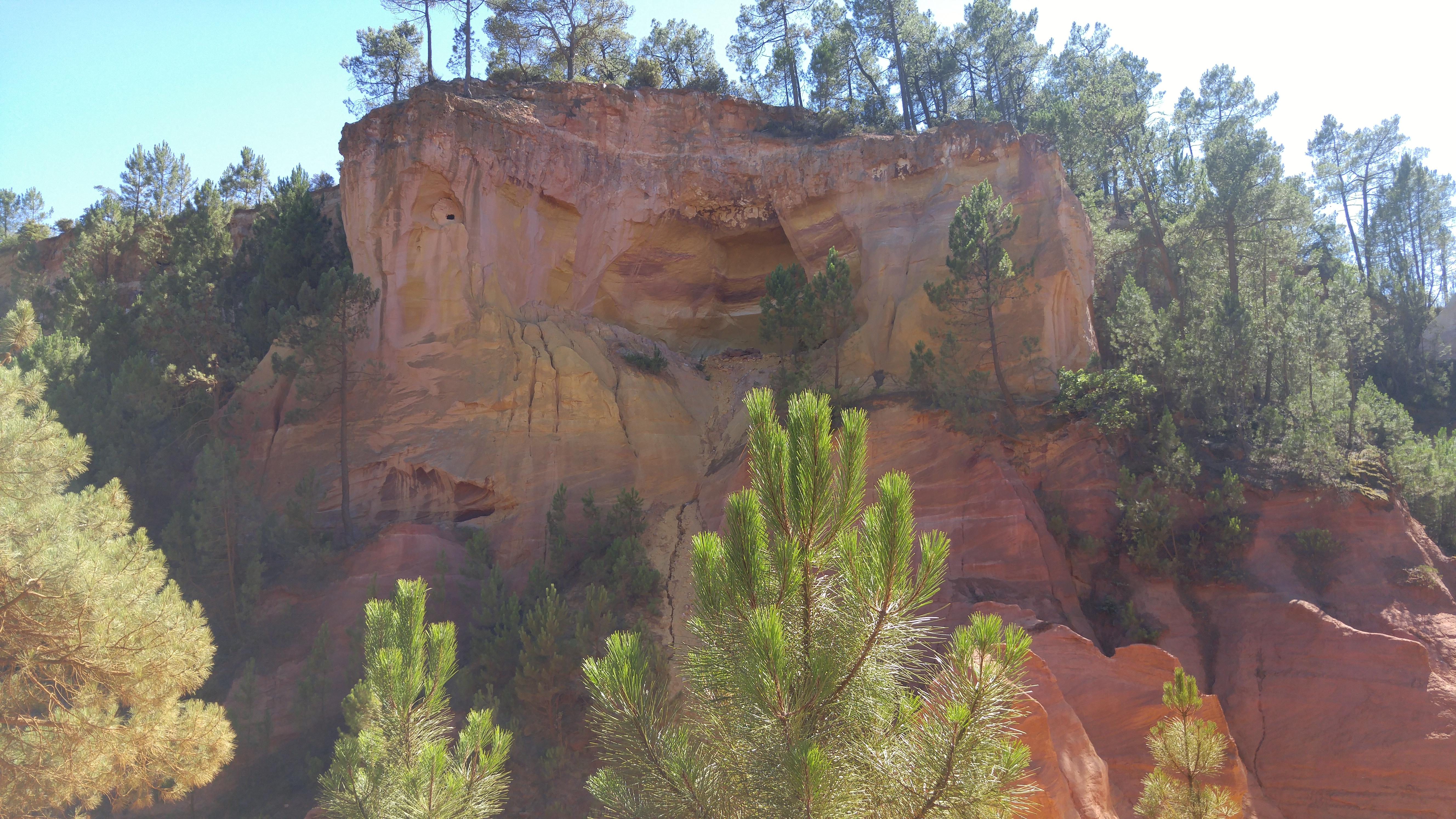 File Ocres de Roussillon dans le Vaucluse 04.jpg - Wikimedia Commons 6d323703f70