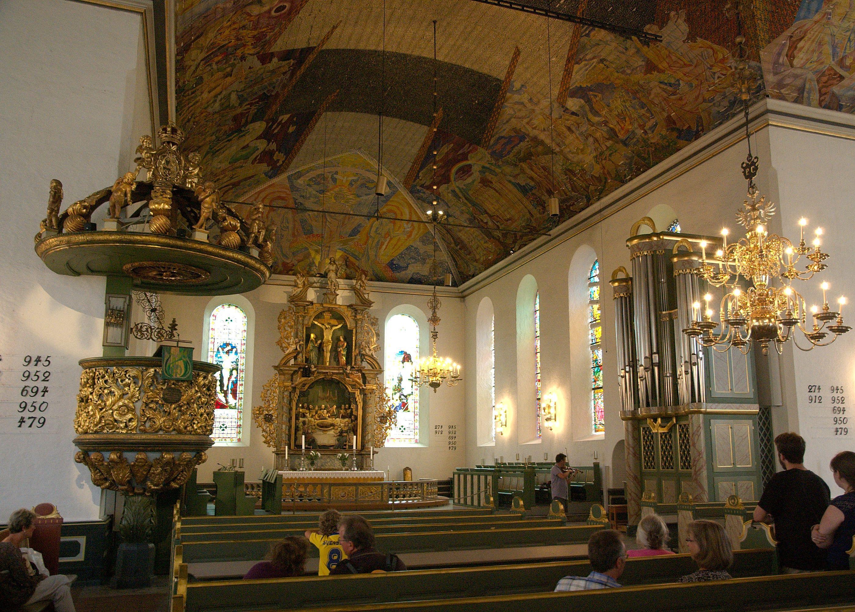 File Oslo Domkirke Mot Altertavlen Jpg Wikimedia Commons