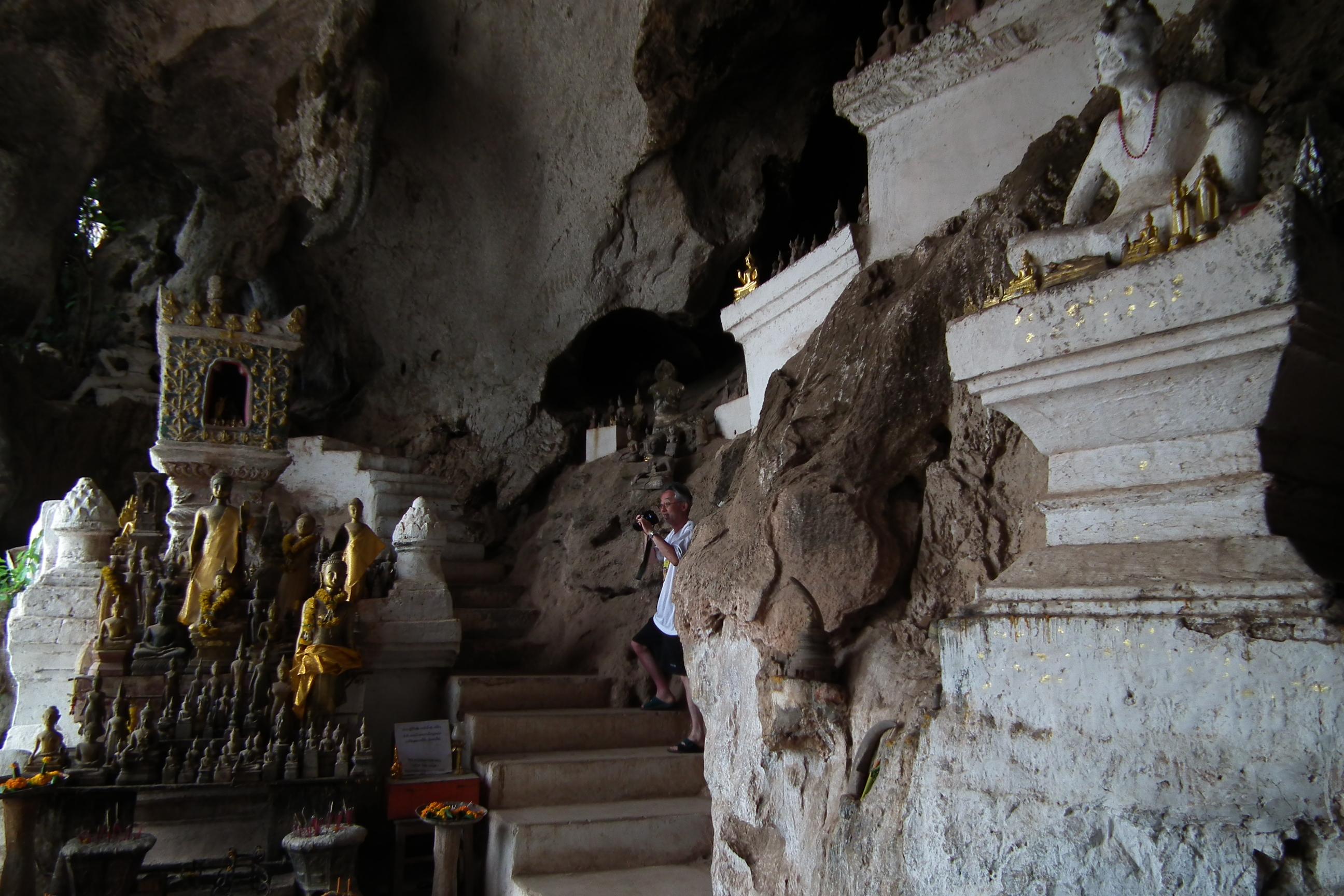 File:Pak Ou Caves パークウー洞窟 DSCF7351.jpg - Wikimedia ...