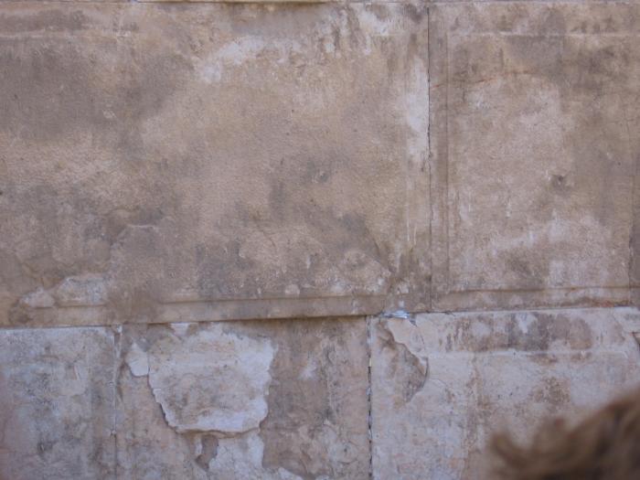 סימני פיח וחורבן באבני הכותל המערבי