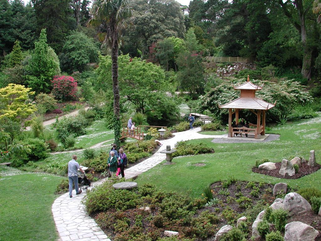 File Powerscourt Gardens Jpg Wikipedia