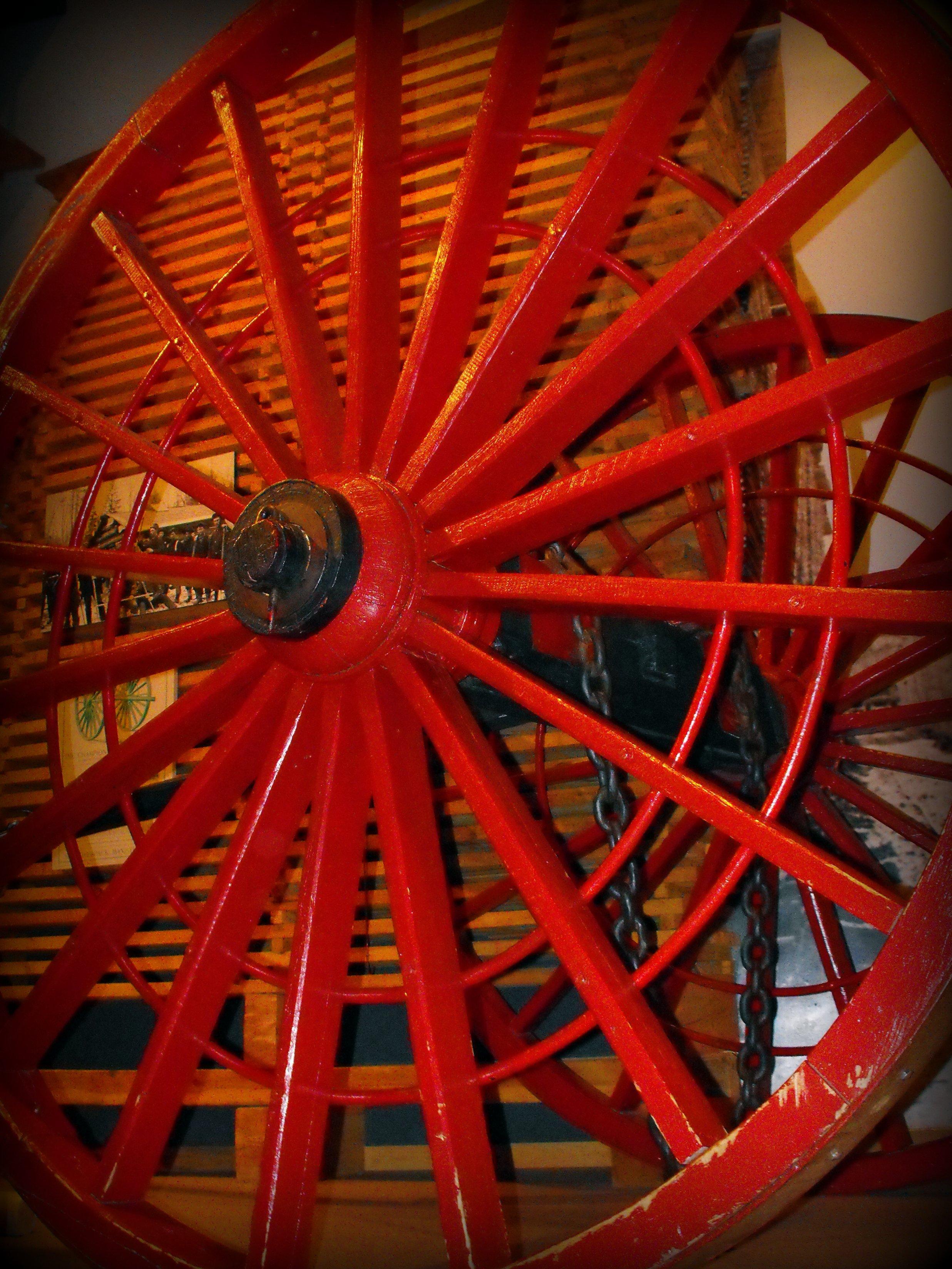 Red Wheel Weiser Online Bookstore: File:Red Logging Wagon Wheel.jpg