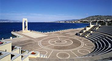 File:Reggio calabria panorama arena dello stretto.jpg ...