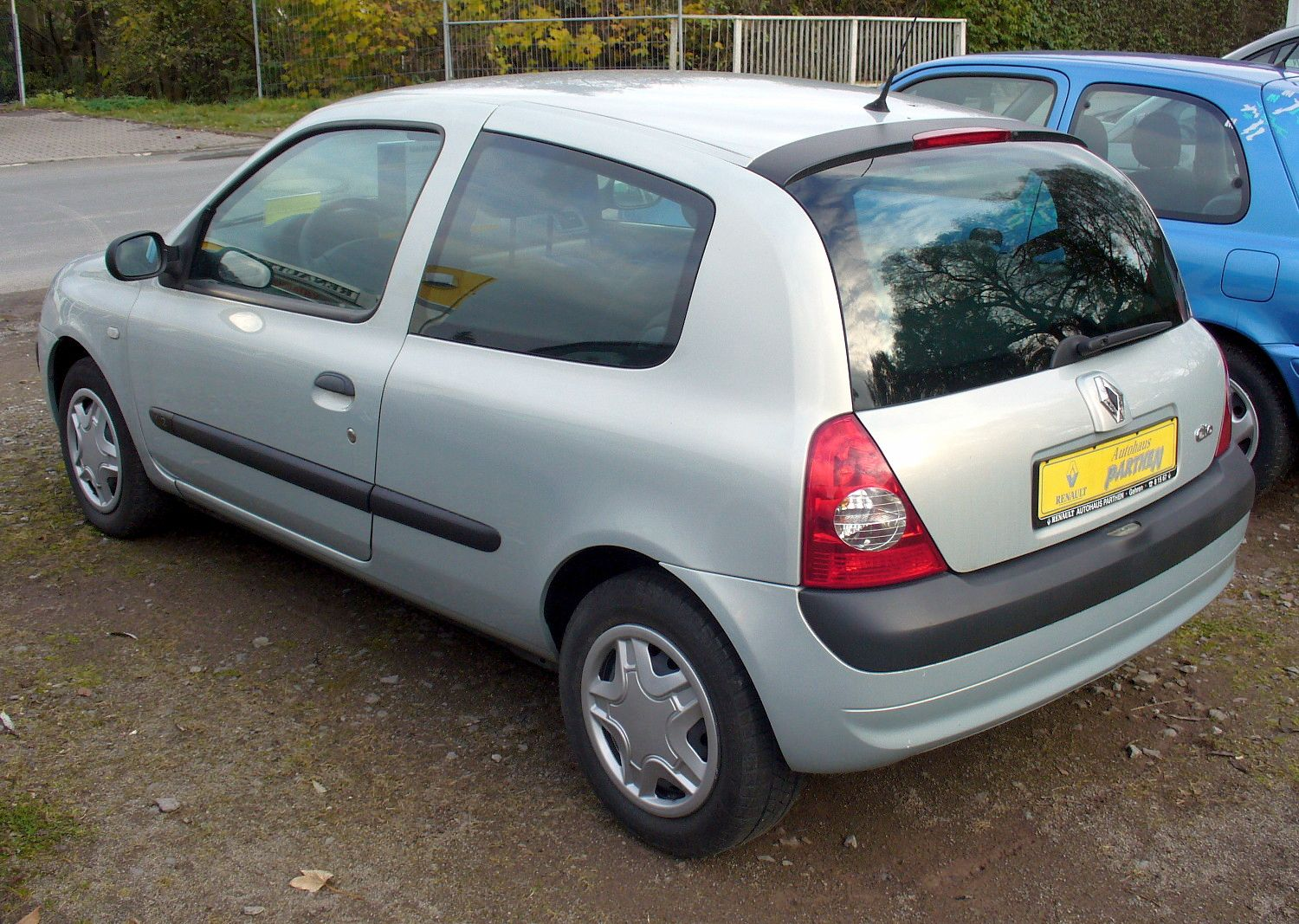 file renault clio ii phase ii 1 2 confort authentique heck jpg wikimedia commons