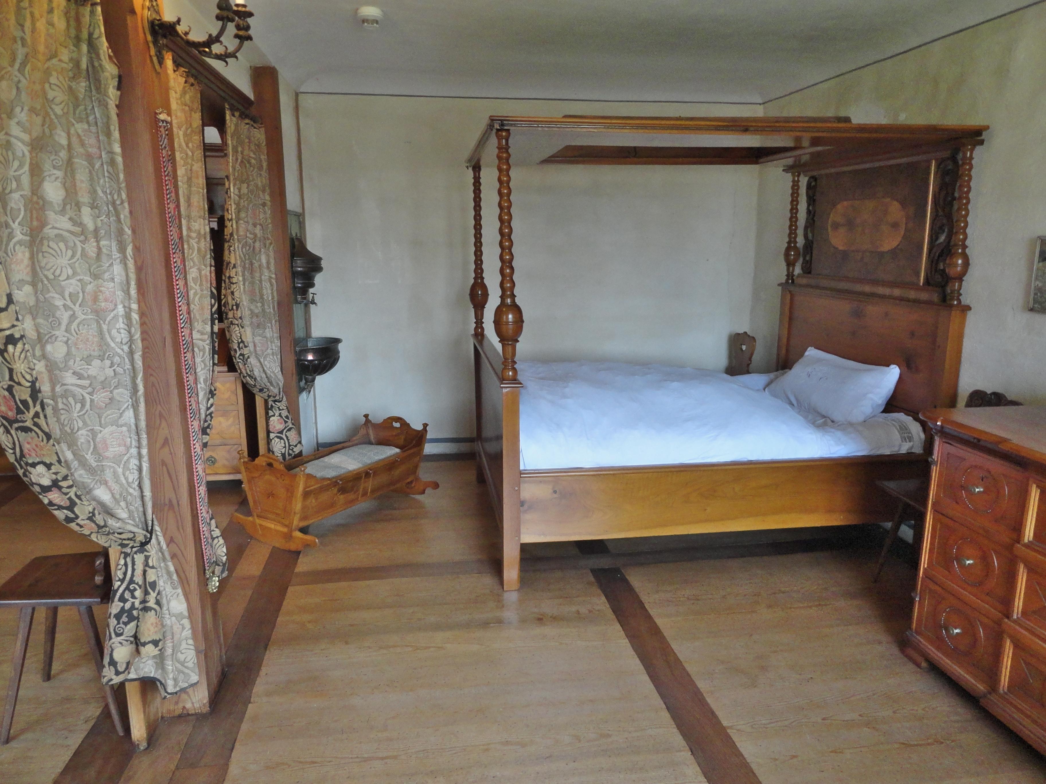 Datei:Schloss Schlafzimmer.JPG – Wiktionary