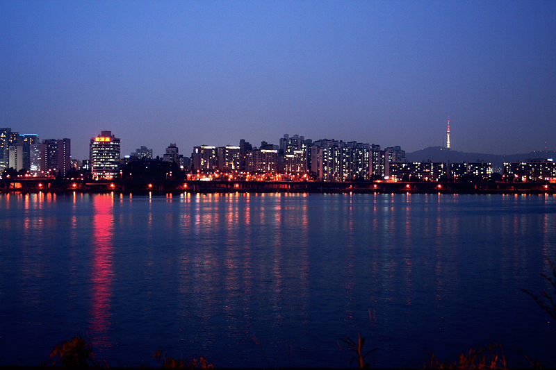 ������ ���� ����� ������ Seoul-Han.River.at.night-02.jpg