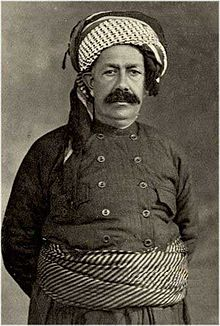 Kurdish clothing wikipedia sheikh mahmoud kurdistans king 19181922 in traditional mens clothing publicscrutiny Image collections