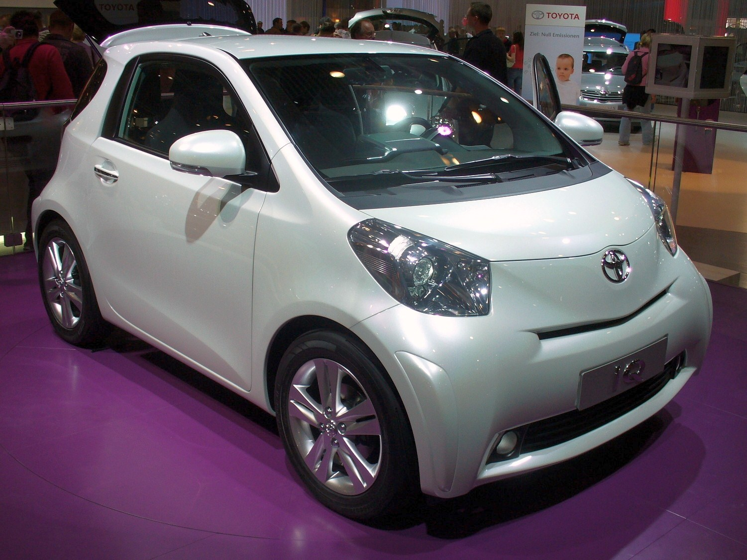 toyota iq wikiwand. Black Bedroom Furniture Sets. Home Design Ideas