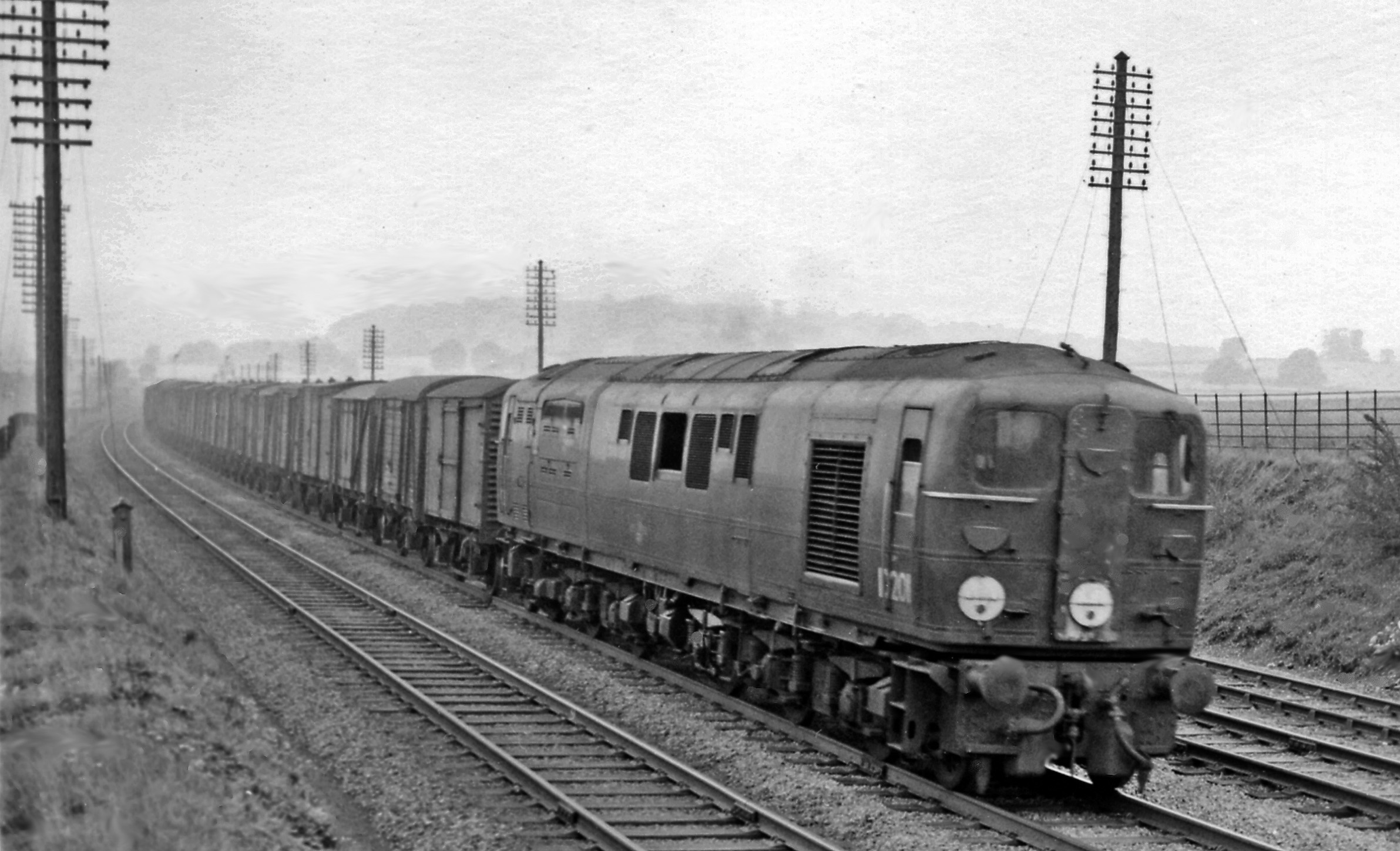 Tring_with_Bulleid_English-Electric_1020