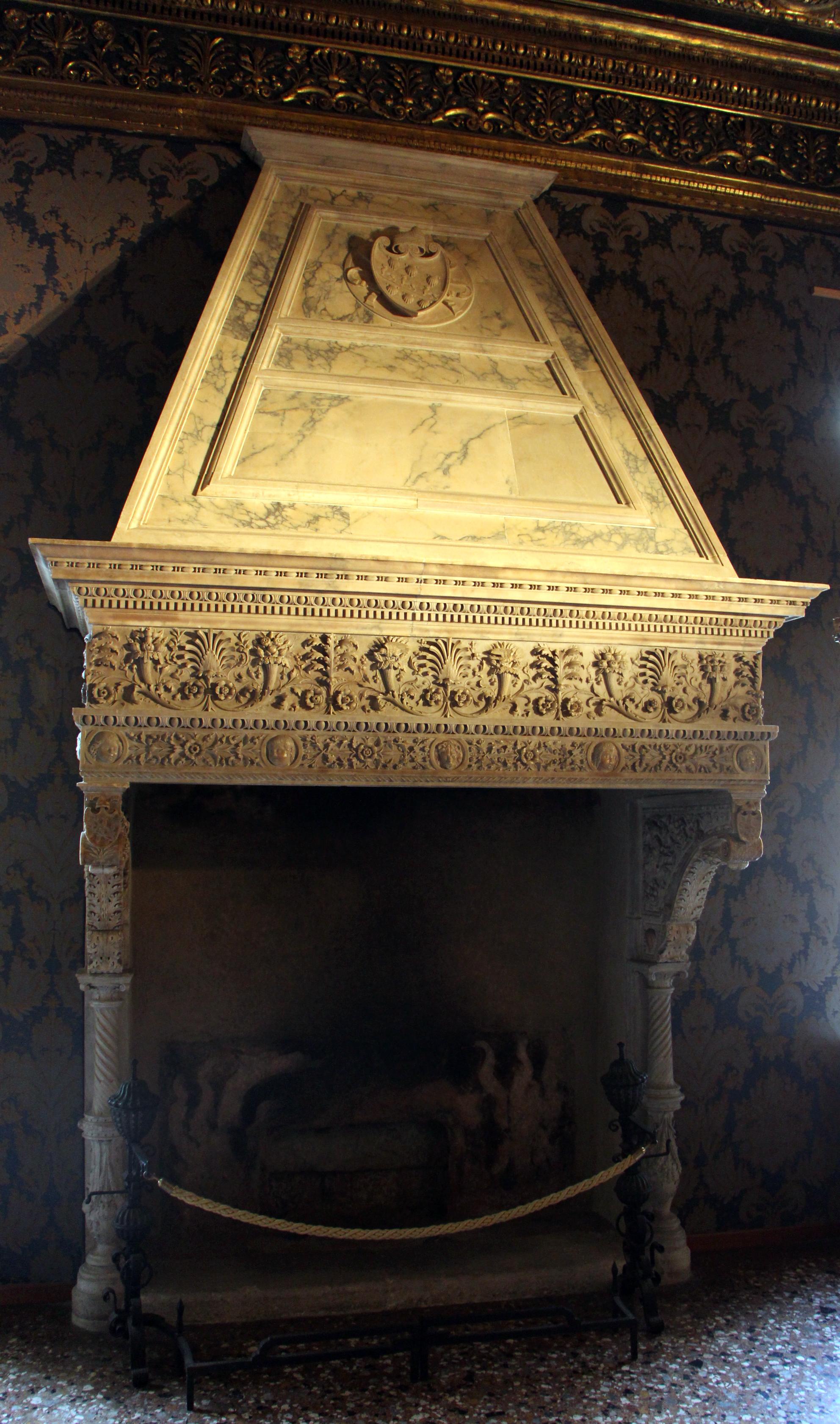 File:Tullio e antonio lombardo, camino della sala degli scarlatti ...