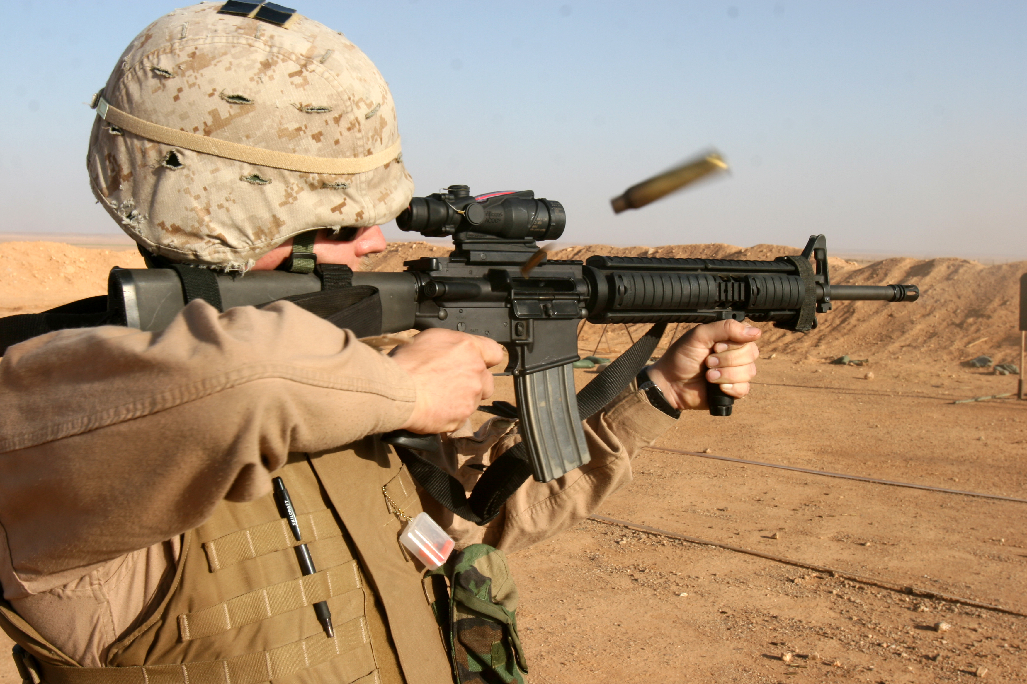 http://upload.wikimedia.org/wikipedia/commons/7/78/US_Marine_M16A4_Rifle_ACOG.jpg