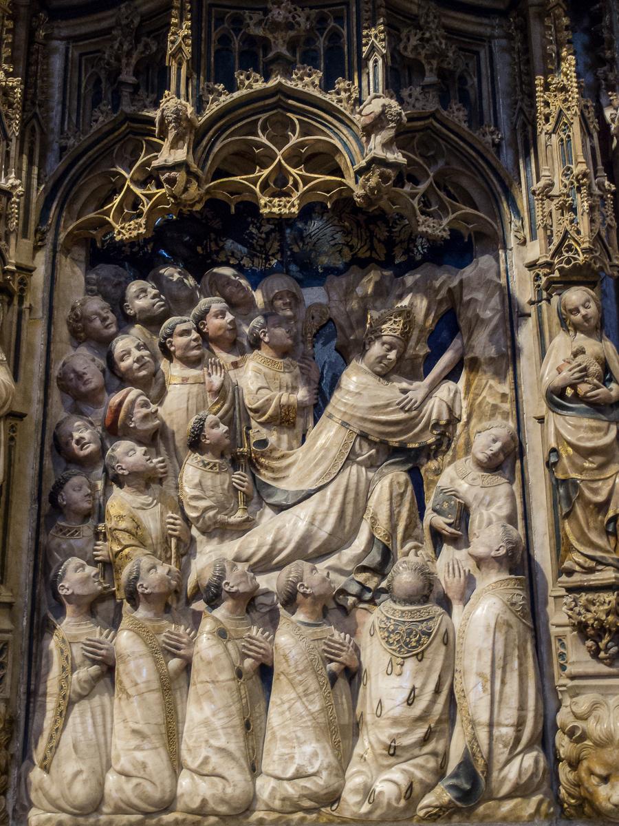 https://upload.wikimedia.org/wikipedia/commons/7/78/WLM14ES_-_Tarragona_Catedral_de_Tarragona_Interior_00042_-_.jpg