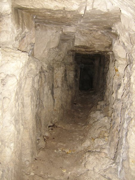 World War I - Vimy sector tunnel.jpg