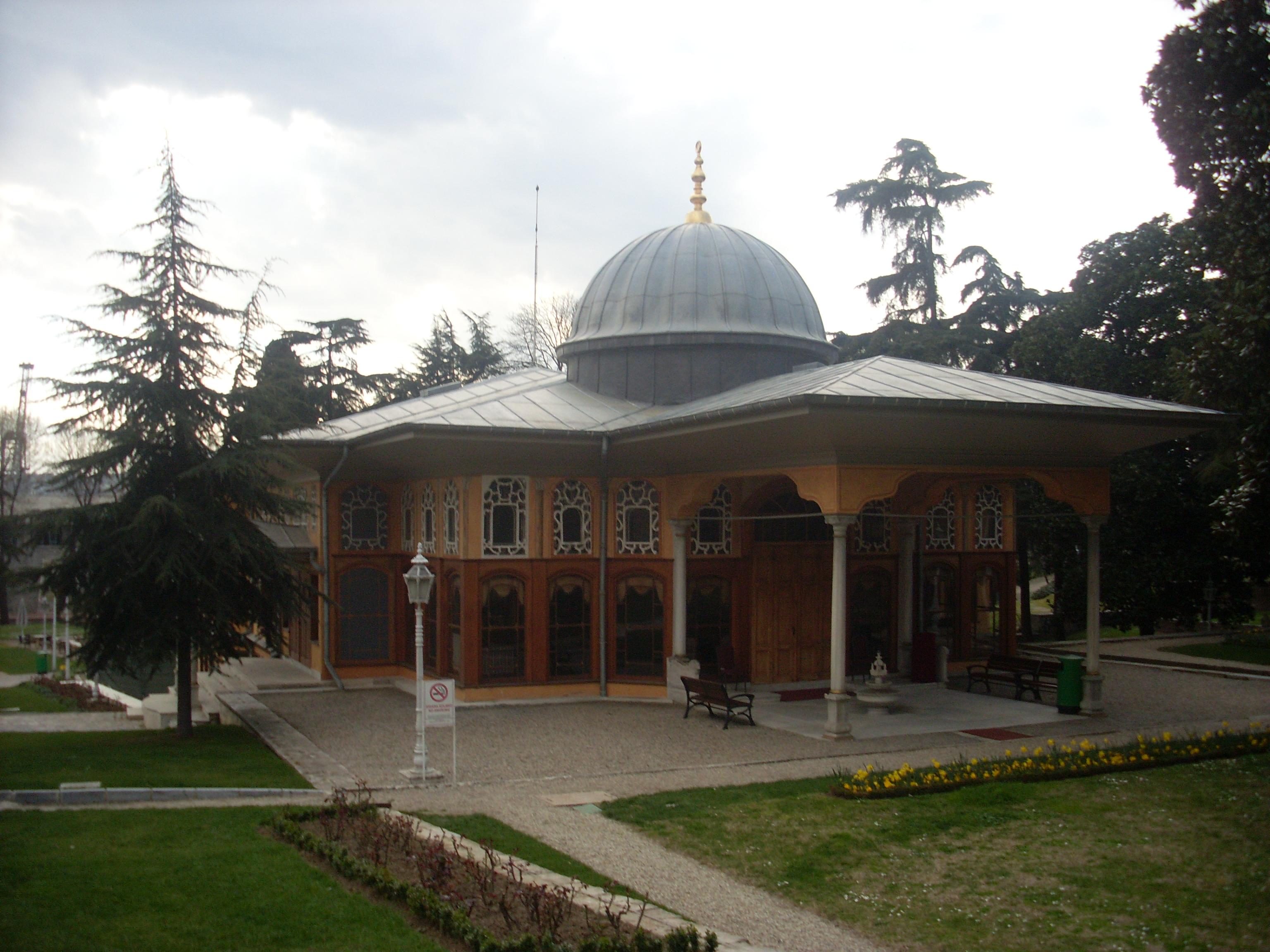 The garden of the Aynalıkavak Pavilion