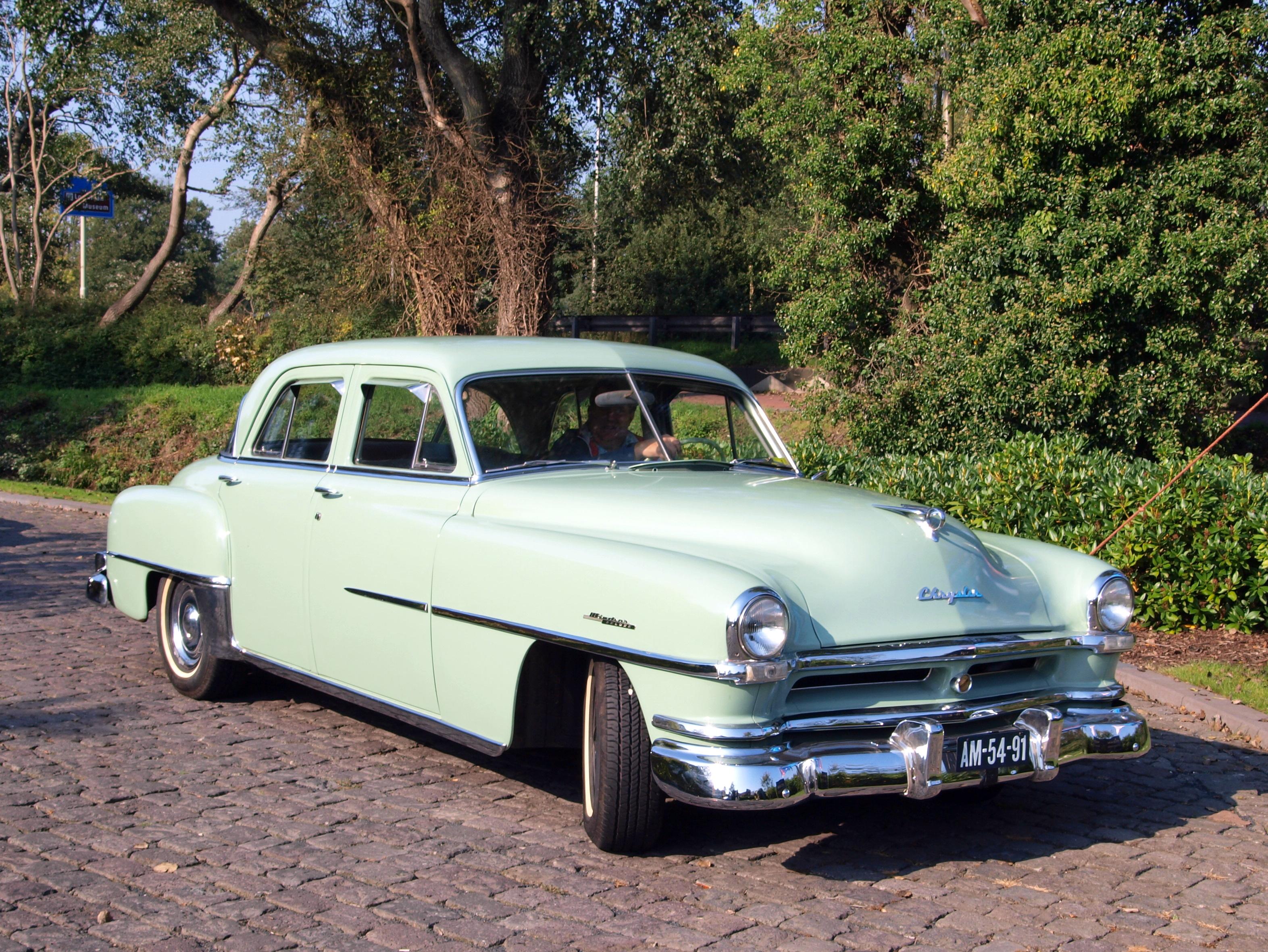 File:1951 Chrysler Windsor De luxe photo-3.JPG - Wikimedia Commons