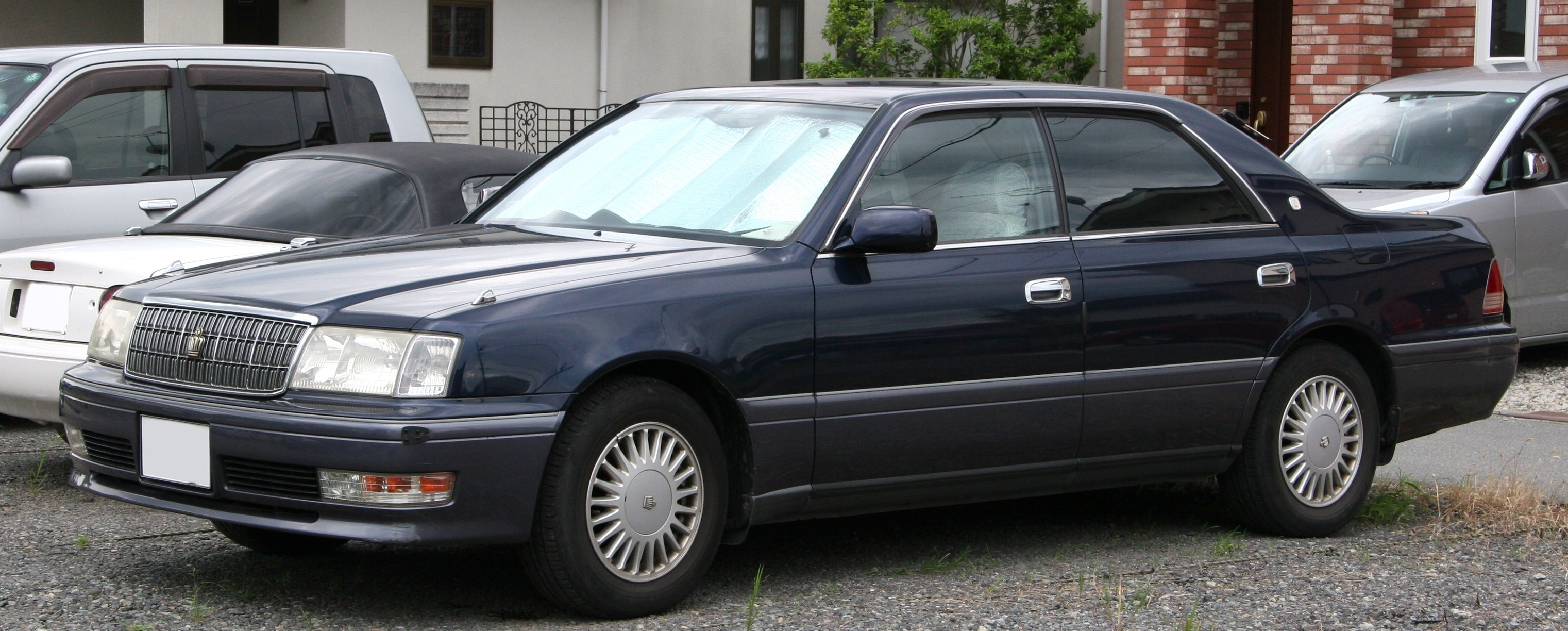 Description 1997-1999 Toyota Crown Royal Saloon.jpg