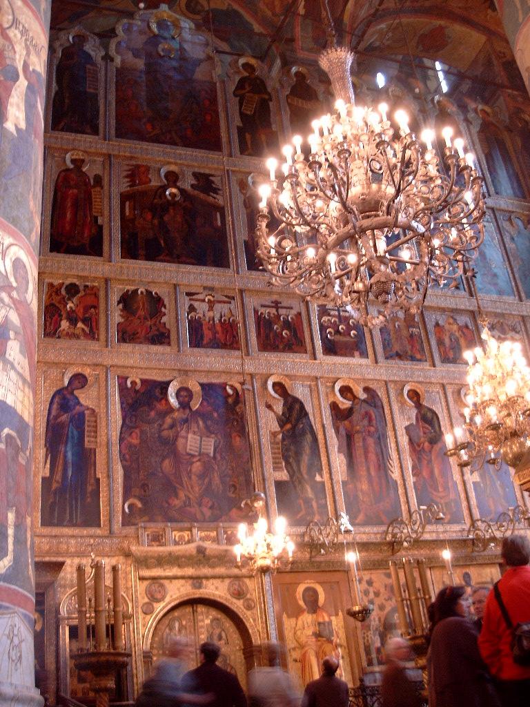 2003-04-18 Moscú Kremlin Wand en Kirche Voller Ikonen.jpg