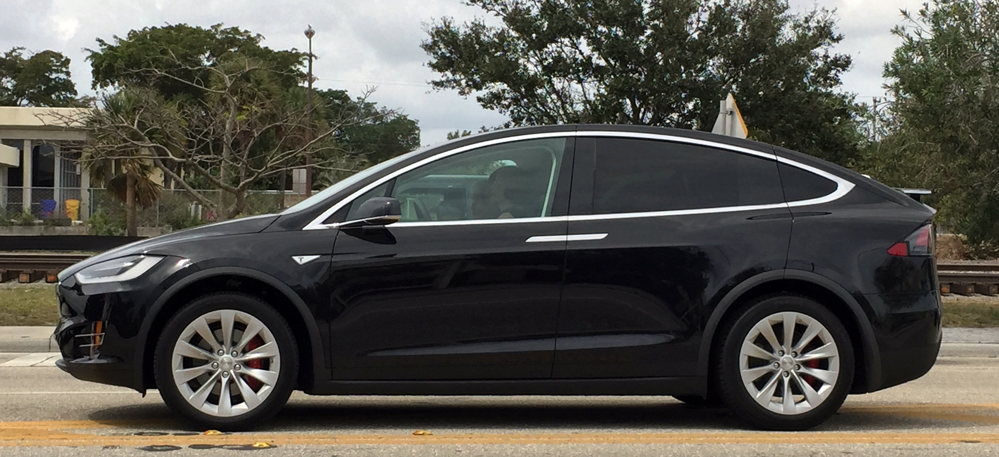 Tesla Model Y Wikipedia: File:2016 Tesla Model X In Lantana Florida 1of2.jpg