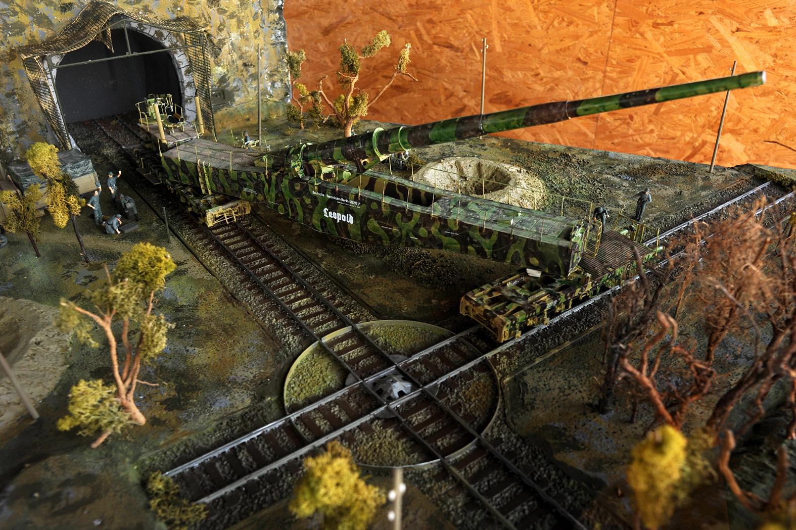 File:280 mm Eisenbahngeschuetz K5 (E) auf Richtdrehscheibe ...