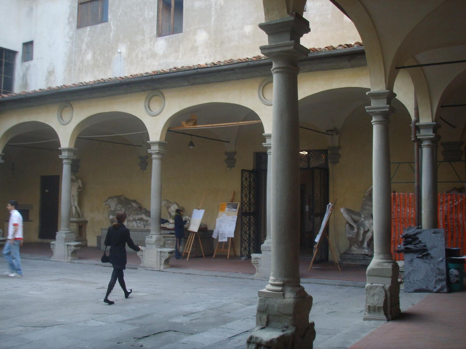 File accademia di belle arti cortile 1 jpg wikimedia for Accademia delle belle arti corsi