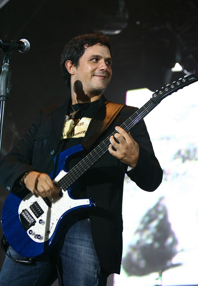 Alejandro Sanz Alejandro Sanz Performing in