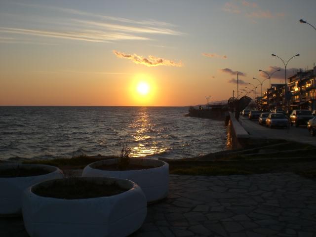 File:Alexandroupoli seafront.JPG