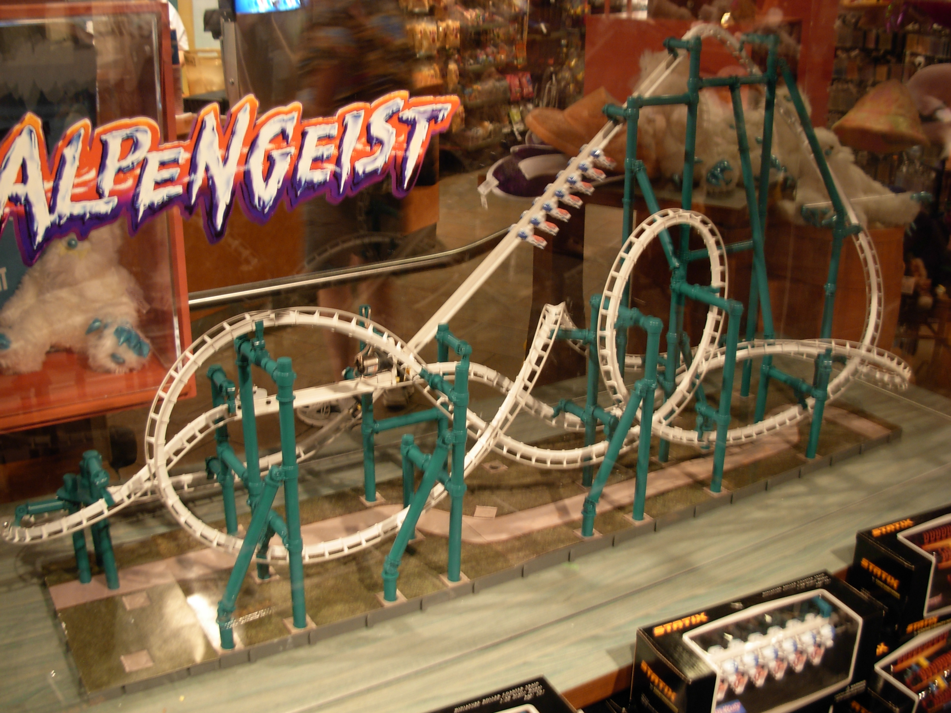 File:Alpengeist model (Busch Gardens Williamsburg).jpg - Wikimedia ...