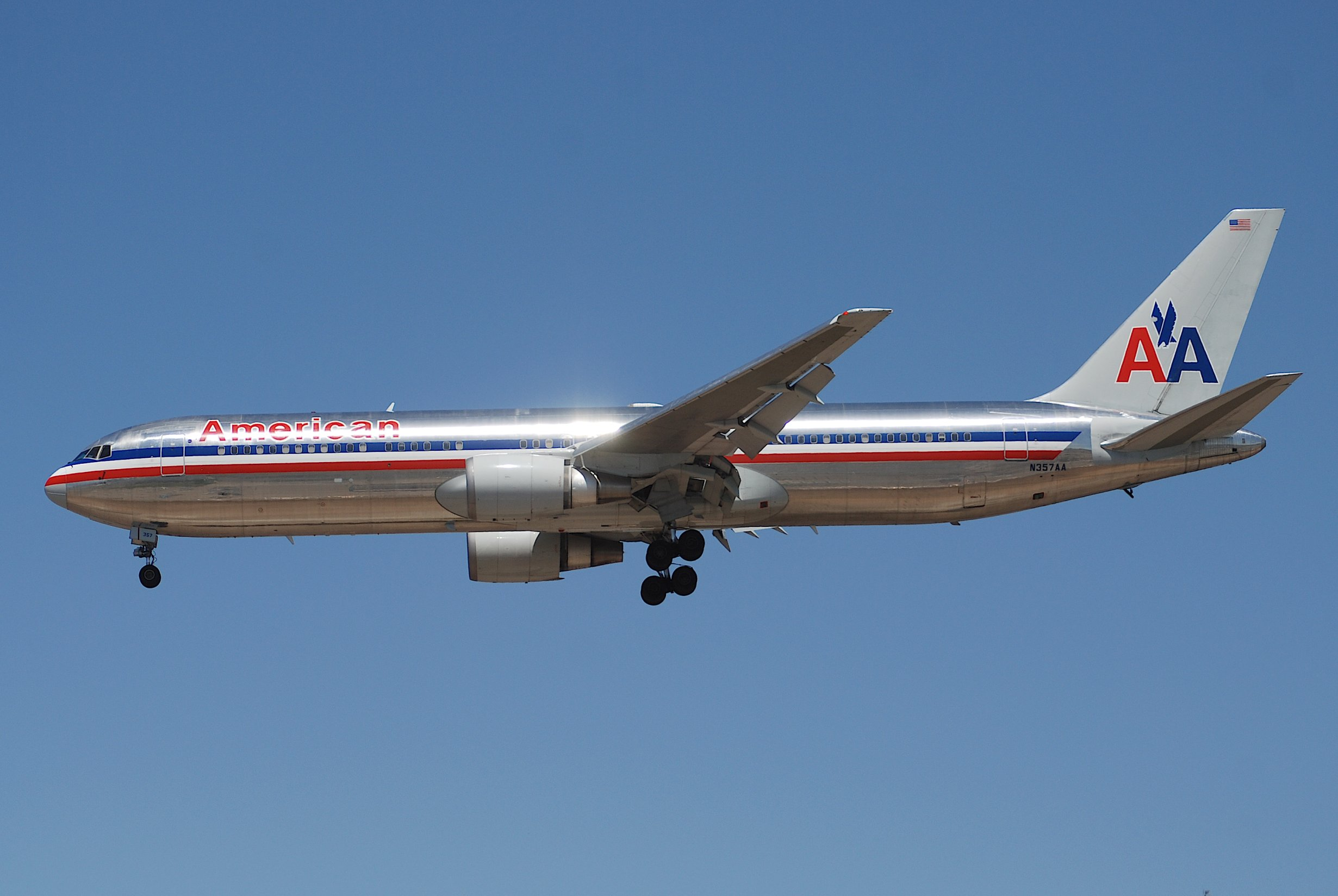 File:American Airlines Boeing 767-300; N357AA@LAX;18.04 ...