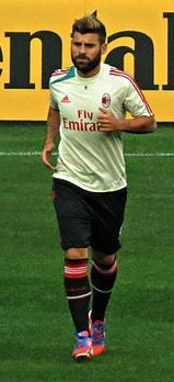 Antonio Nocerino warm up Real Madrid-Milan 2012.jpg