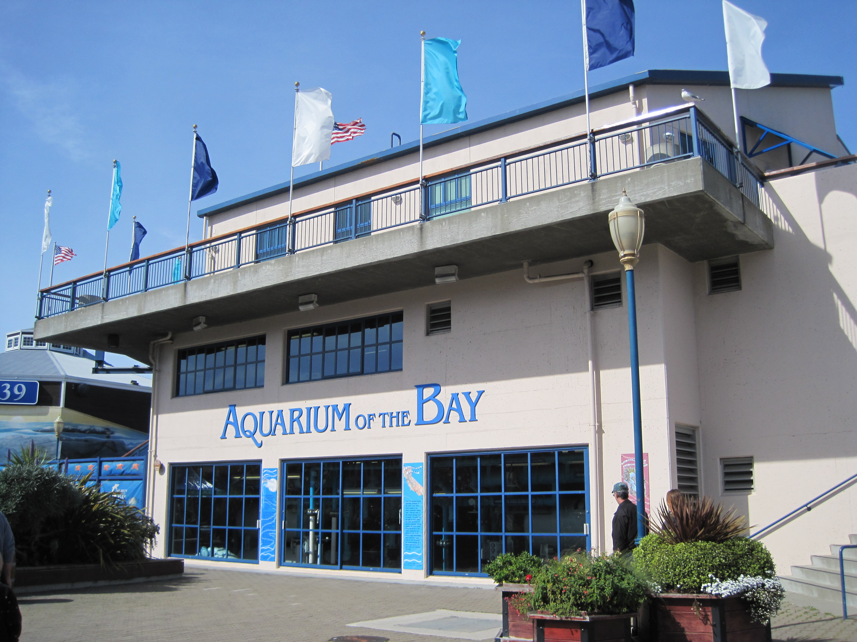 File Aquarium Of The Bay Exterior 3 Jpg Wikimedia Commons