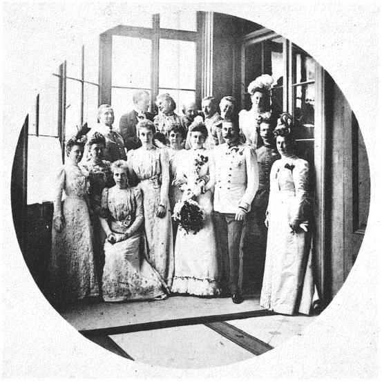 Archduke Franz Ferdinand and Sophie wedding picture 1900.JPG