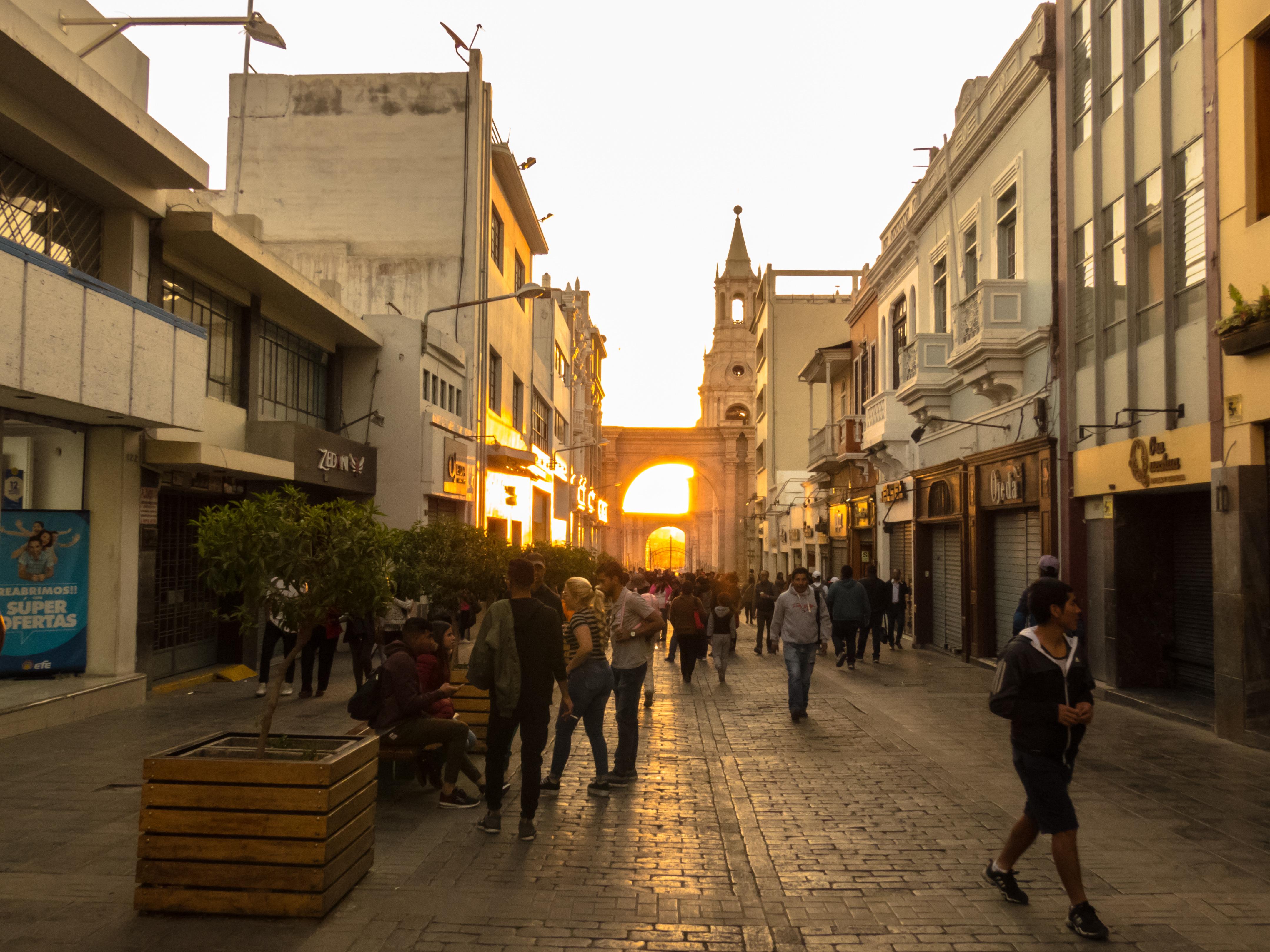File:Atardecer en la Calle Mercaderes.jpg - Wikimedia Commons