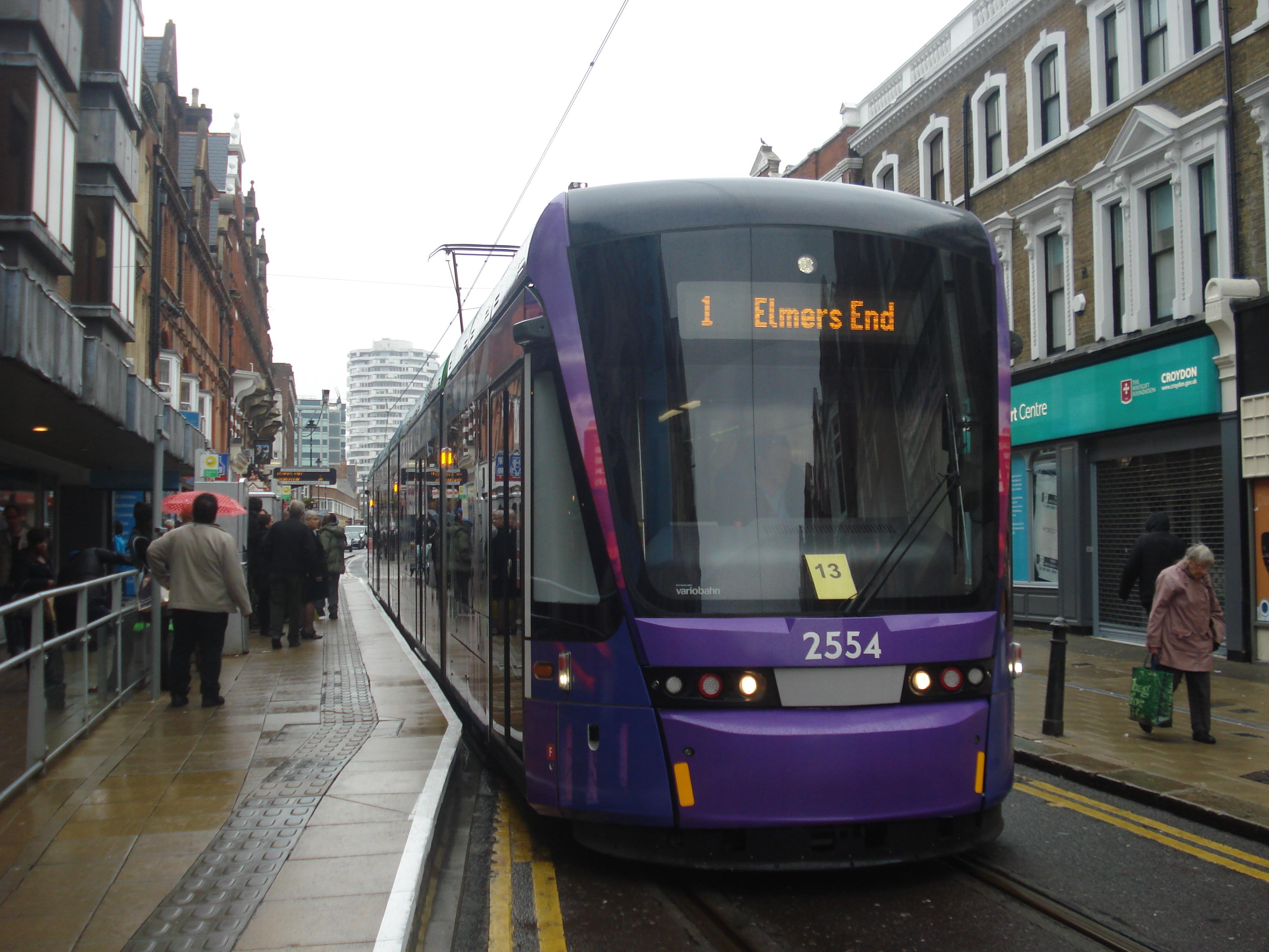 File:Au Morandarte Flickr Tramlink 2554 on Route 1, George Street  (9756266054)