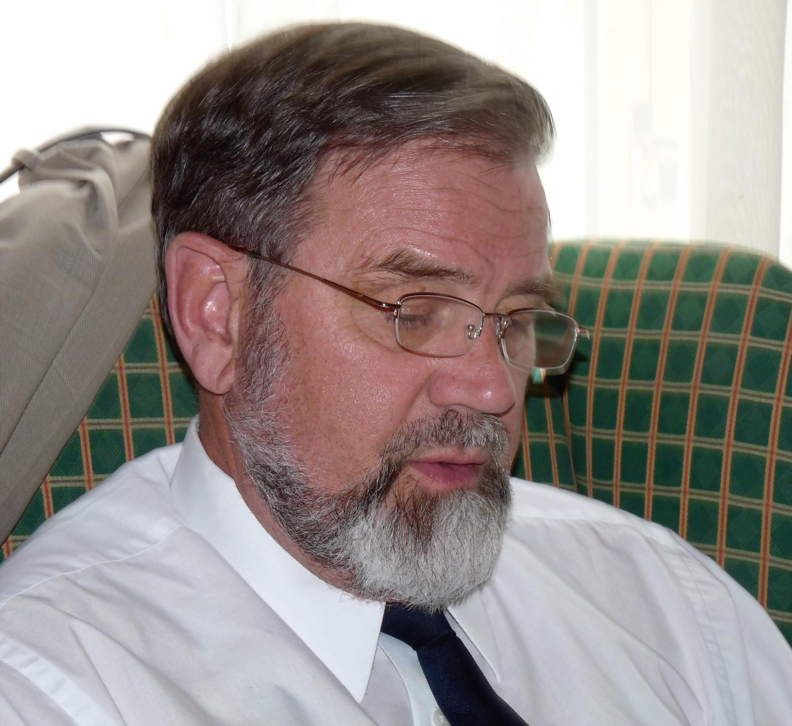 Robert M . Carter