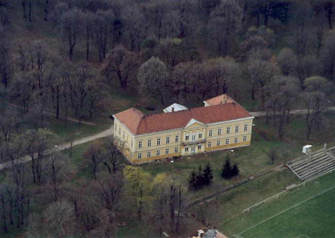 http://upload.wikimedia.org/wikipedia/commons/7/79/Bodajk_-_Palace.jpg