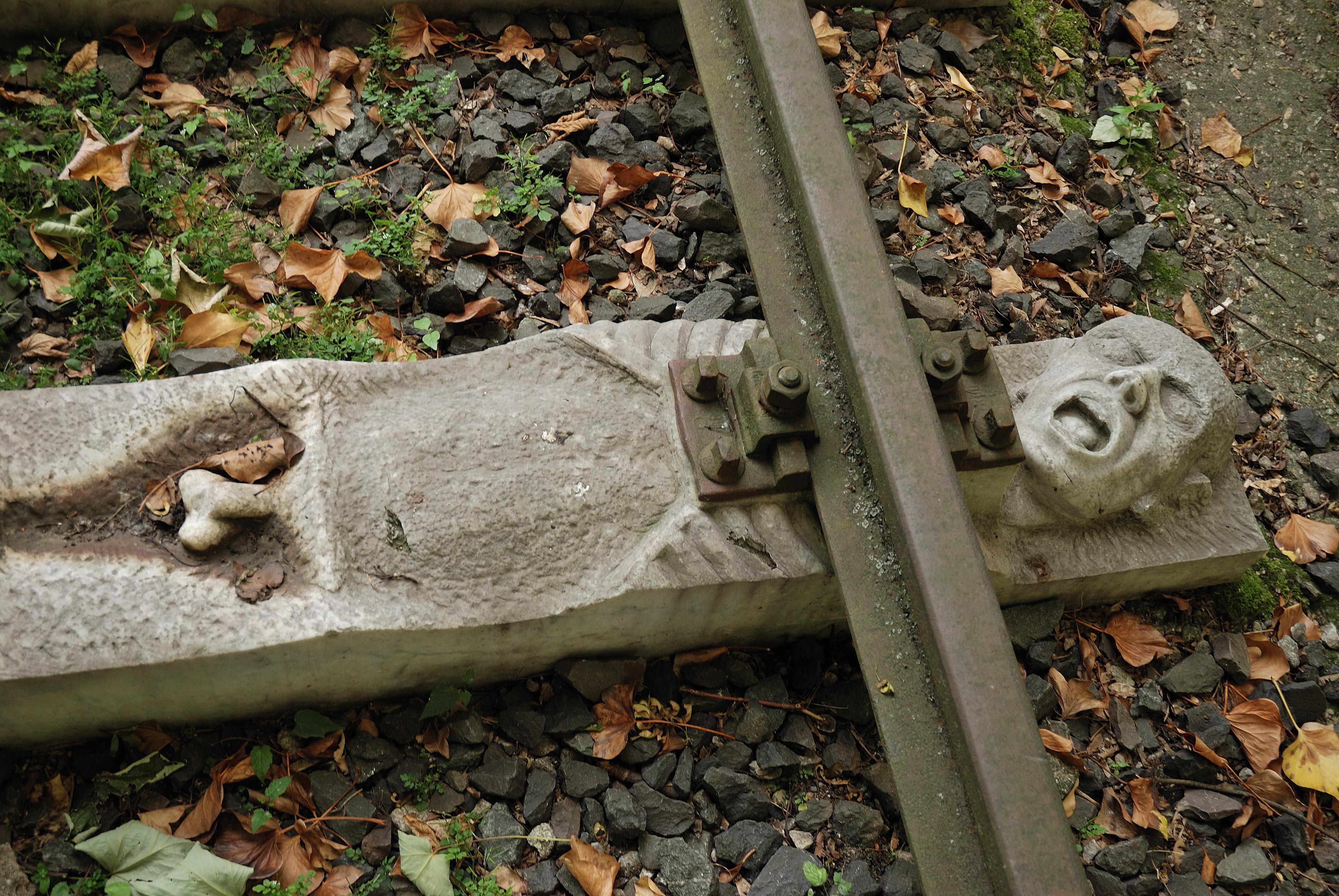 Как выглядят мемориалы жертвам Холокоста в мире (фото 8)