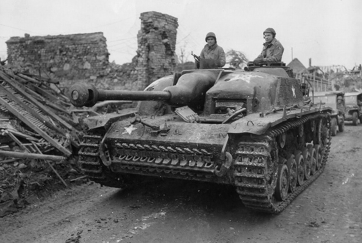 Fotos de la II Guerra Mundial Captured_StuG_III_in_U.S._service_with_concrete_armour