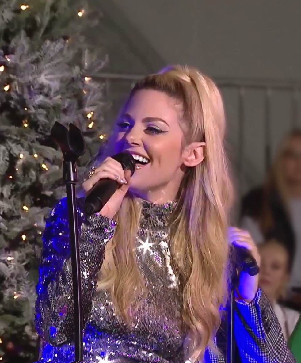 Hollywood Christmas Parade 2019.File Charity Performing At The 2018 Hollywood Christmas