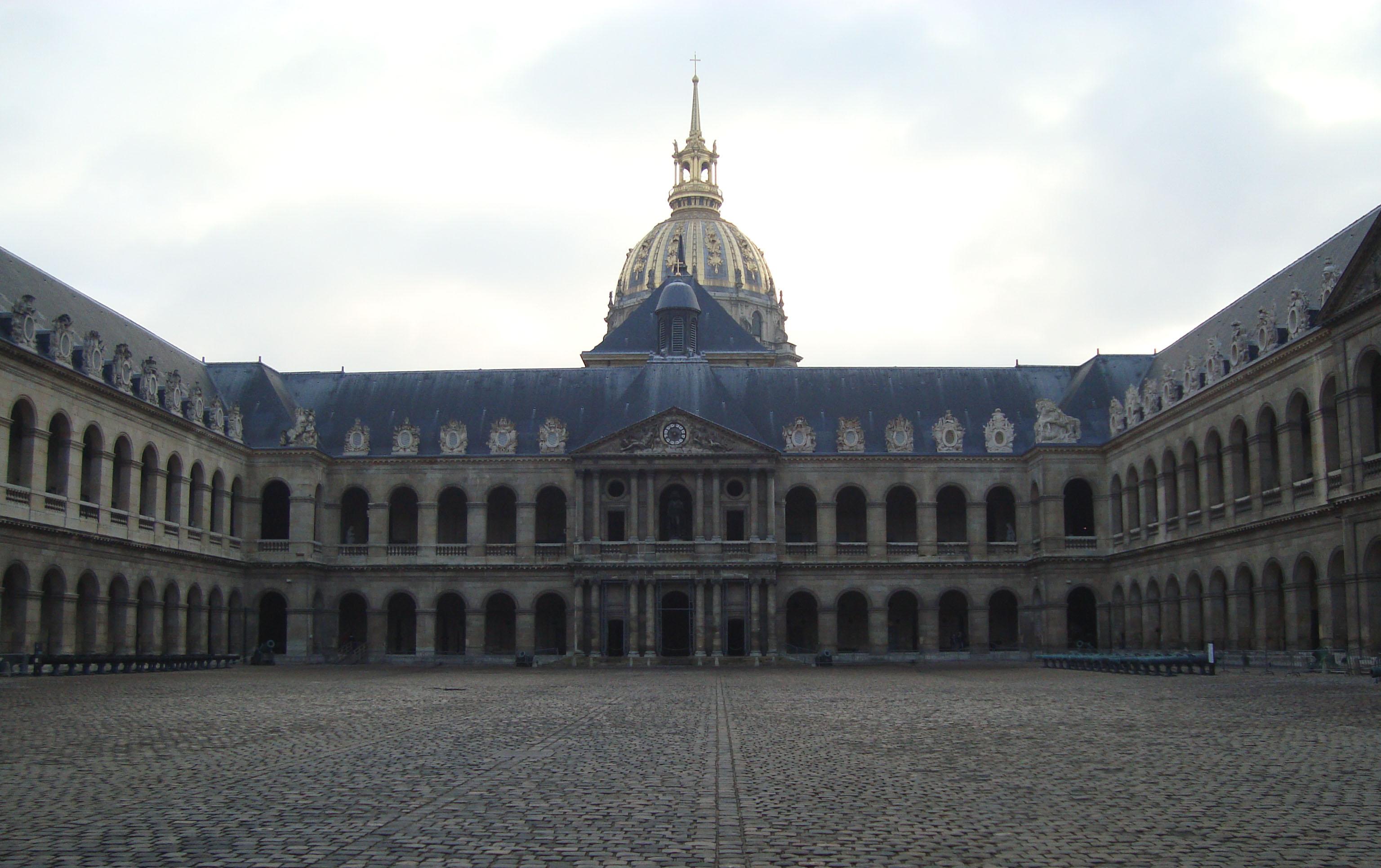 Cour D Honneur De L H Ef Bf Bdtel De Ville De Nimes